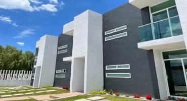 Casas nuevas de 2 niveles con 3 recámaras en fracc. cerrado, en San Pedro Acoquiaco